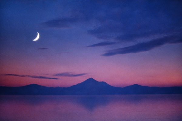 Image: 0161303568, License: Rights managed, Moonrise over Mount Shasta, California., Property Release: No or not aplicable, Model Release: No or not aplicable, Credit line: Profimedia-Red Dot, Sciencephoto RM